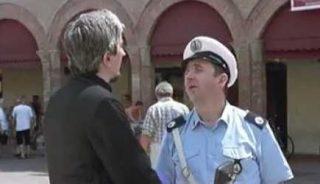 Il vigile vuole multare il parroco