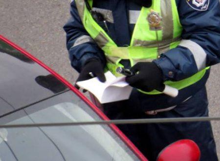 Fermato da un agente della polizia stradale