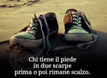 Chi tiene il piede in due scarpe …