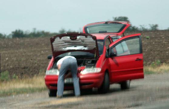 Nicola resta in panne in autostrada